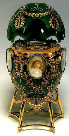 Magnificent Fabergé egg, hand painted with portraits of the five royal children of Tsar Nicholas II of Russia and Tsarina Alexandra. Olga, Tatiana, Marie, Anastasia and the young heir apparent Tsarevich Alexei Romanov
