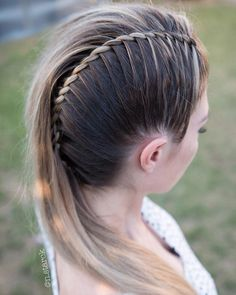 Excellent ideas of twisted mohawk braided and wedding hairstyles you must try nowadays. It is one of the unique hairstyles for ladies to wear in 2019 for more cute hair looks. # summer Braids twists 35 Fantastic Twisted Mohawk Braid Styles in 2019 Mohawk Braid Styles, Curly Hair Styles, Natural Hair Styles, Box Braids Hairstyles, Unique Hairstyles, Gorgeous Hairstyles, Braided Hairstyles For Long Hair, Layered Hairstyle, Creative Hairstyles