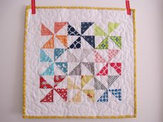 Whirling Spring mini quilt | Sew Peachey