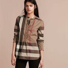 Chemise tunique sans col en coton à motif check avec demi-patte ruchée. Le 034d30ca4d4