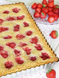 Vit kladdkaka med jordgubbar – Lindas Bakskola