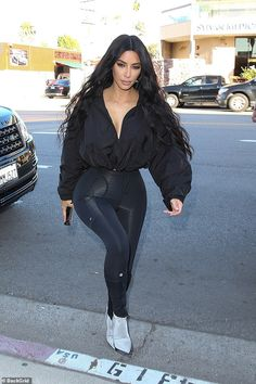 Sculpted: Kim Kardashian shows off her tiny waist in skintight leggings as she gets up at to work out; she is photographed filming Keeping Up With The Kardashians on Wednesday in Sherman Oaks with her sisters Robert Kardashian, Khloe Kardashian, Kardashian Kollection, Kim Kardashian Leggings, Kris Jenner, Kendall Jenner, Kylie, Teen Choice Awards, Sexy Outfits