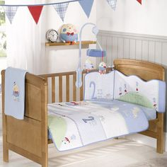 Great detail on this cot bedding set