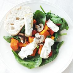 """""""Made the roasted salad again! Spinach, tomato, roasted mushrooms, roasted pumpkin and roasted apple with goat cheese and honey on top as salad dressing!…"""""""