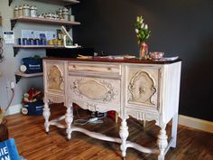 Vintage Now Modern, an Annie Sloan Chalk Paint Dealer that offers classes! via Truly Unruly // yeahTHATgreenville