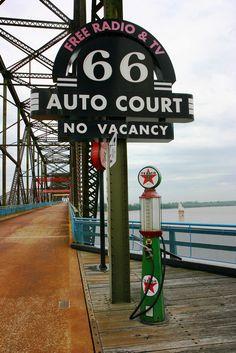 66 Auto Court sign, Route 66 - Chain of Rocks Bridge, St. Louis, Missouri Route 66 Usa, Route 66 Sign, Old Route 66, Route 66 Road Trip, Historic Route 66, Travel Route, Travel Info, Travel Usa, Missouri
