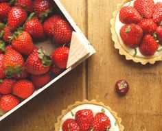 Strawberry & Pimms tarts with cucumber glaze | http://thelittleloaf.wordpress.com #baking #pastry