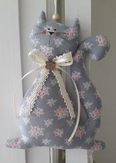 Girlanden & Wimpelketten - Katze mit Herzen/Girlande im Landhaus-Stil - ein Designerstück von Feinerlei bei DaWanda