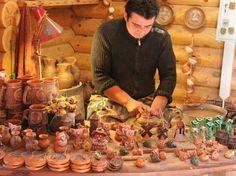 Dudutki Museum Complex: Potter making a jar