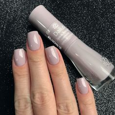 Opting for bright colours or intricate nail art isn't a must anymore. This year, nude nail designs are becoming a trend. Here are some nude nail designs. Purple Nails, Nude Nails, Hair And Nails, My Nails, Manicure Y Pedicure, Pedicures, Nail Fungus, Fabulous Nails, Creative Nails