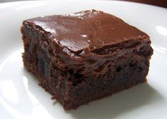 Cocinando con Alena: Big, Fat, Moist Brownies - Absolutely the BEST brownies I've ever tried. Have made them 3 times so far. Very easy and ingr - Brownie Recipes, Cookie Recipes, Dessert Recipes, Easy Moist Brownie Recipe, Best Brownie Recipe, Dinner Recipes, Chocolate Protein, Chocolate Desserts, Chocolate Brownies