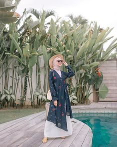 Discover recipes, home ideas, style inspiration and other ideas to try. Hijab Fashionista, Casual Hijab Outfit, Hijab Fashion Inspiration, Muslim Dress, Mode Hijab, Muslim Fashion, Fashion Outfits, Fashion Art, Dresses