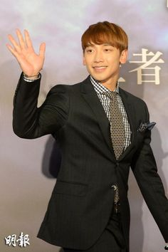 [22 images][1 full][1 clip][1 cam] Rain at The Squall World Tour press conference in Hong Kong. (12/4)