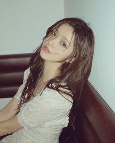 Cute Girl Face, Cool Girl, Korean Photoshoot, Medium Hair Styles, Long Hair Styles, Pretty Korean Girls, Ulzzang Korean Girl, Asian Hair, Woman Silhouette