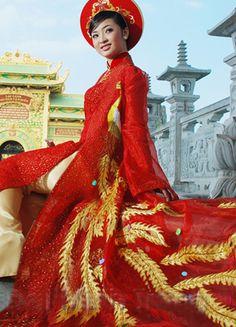 JP: Long dragon tail in Red and Gold Vietnamese Traditional Dress, Vietnamese Dress, Traditional Dresses, Ao Dai Wedding, Asian Image, Fashion Art, Vintage Fashion, Dress Collection, Pretty Dresses