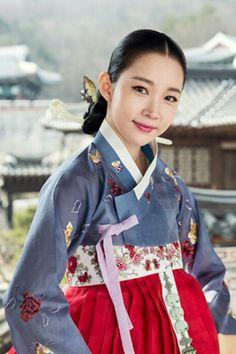 The Flower in Prison (Hangul: 옥중화; RR: Okjunghwa; MR: Okchunghwa) is a South Korean television series starring Jin Se-yeon, Go Soo, Kim Mi-sook, Jung Joon-ho and Park Joo-mi.  It  airs on MBC  for 50 episodes. 소소루기생 이소정 윤주희