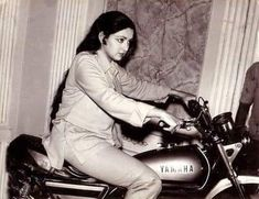 Inside Hema Malini's Life - She is the 'Dream Girl' of Bollywood who stole millions of hearts with her on-screen rules during the and Even today at 4 Year Old Girl, Anushka Photos, Indian Actress Pics, Hema Malini, Cute Couple Drawings, Next Film, Vintage Bollywood, Stylish Girl Images, Girls Image