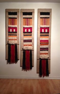 Telaresytapices .... Maria Elena Sotomayor : Más escalonados !!! Weaving Wall Hanging, Weaving Art, Tapestry Weaving, Loom Weaving, Hanging Wall Art, Hand Weaving, Home Textile, Textile Art, Yarn Wall Art