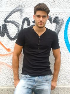 Caio Cesar viril en casual wear