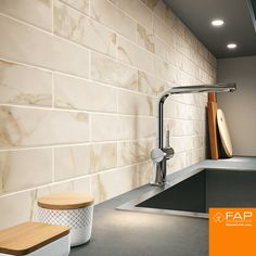 ROMA FILO STATUARIO - Designer Ceramic tiles from Fap Ceramiche ✓ all information ✓ high-resolution images ✓ CADs ✓ catalogues ✓ contact. Luxury Bedroom Design, Luxury Kitchen Design, Luxury Kitchens, Interior Design, Small Tiles, Italian Marble, Luxurious Bedrooms, Flooring, Calacatta