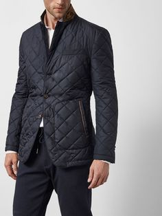 Discover the latest men's blazers for Spring Summer Velvet, wool, check or double breasted blazers for men at Massimo Dutti to reinvent your wardrobe. Barbour Jacket Mens, Bomber Jacket Men, Stylish Mens Outfits, Moda Casual, Sports Jacket, Blazers For Men, Quilted Jacket, Sport Coat, Madrid