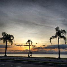 Fim da tarde hoje em #floripa  meu lugar preferido da ilha! ❤️ #beiramar #viagemjovem #sunset Ipa, Celestial, Sunset, Outdoor, Road Maps, Destinations, Places, Outdoors, Sunsets