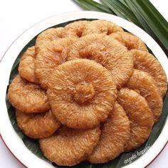 250 gr gula merah - 450 ml air - 200 gr tepung terigu -… Indonesian Desserts, Asian Desserts, Indonesian Food, Indonesian Recipes, Bakery Recipes, Cookie Recipes, Snack Recipes, Dessert Recipes, Resep Cake