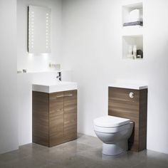 Bathroom baseboard ideas - If you are thinking of redecorating your bathroom, here we present an interesting range of proposals to make your floors look shiny and original. Tiny House Bathroom, Modern Bathroom, Small Bathroom, Bathrooms, Baseboard Styles, Baseboard Ideas, Cloakroom Suites, Cloakroom Ideas, Bathroom Ideas