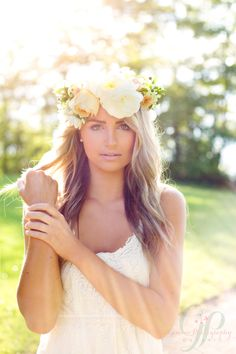 Summer flower crown Feature on Vineyard Bride! Flowers by Cathy Martin Flowers - Gemini Photography Ontario #flowercrown #boho boho wedding niagara-on-the-lake