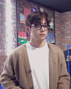 Foto Bts, Oppa Gangnam Style, Kim Taehyung, Bts Aesthetic Pictures, Most Handsome Men, Bts Korea, Bts Pictures, Bts Boys, Boyfriend Material