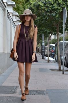 My Fashion Diaries: Dress + Oxford shoes.Does it look like she has outgrown her dress? Womens Fashion Casual Summer, Womens Fashion For Work, Summer Outfits, Casual Outfits, Nike Outfits, Dress Outfits, Summer Dresses, Oxford Shoes Outfit, Ladies Dress Design