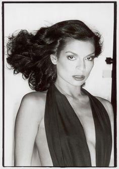 Bianca Jagger by Chris von Wangenheim 1977 Bianca Jagger, Seventies Fashion, 70s Fashion, Fashion News, Vintage Fashion, Gia Model, Lisa Taylor, Guy Bourdin, Helmut Newton