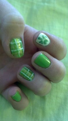 St. Patrick's day plaid and clover nails