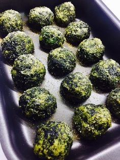 Baked spinach balls- Baked spinach meatballs – VEGETARIANE ingredients for 4 people: for meatballs of spinach of breadcrumbs of parmesan 2 eggs 2 potatoes salt oil - Good Healthy Recipes, Vegan Recipes, Cooking Recipes, Cooking Videos, Cooking For A Group, Easy Cooking, Cooking Steak, Cooking Wine, Cena Light