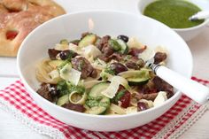Pasta med biffstrimler og pesto Penne Pasta, Sprouts, Vegetables, Food, Meal, Essen, Vegetable Recipes, Hoods, Brussels Sprouts