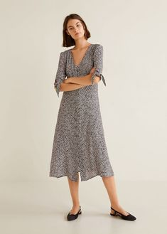 Flowy fabric Straight design V-neck Darts on the front Long sleeve Bow fastening on the sleeves Button fastening on the front section Side slits Robes Midi, Autumn Fashion 2018, Watch Sale, The Dress, What To Wear, Mango, Cold Shoulder Dress, Printed, Long Sleeve