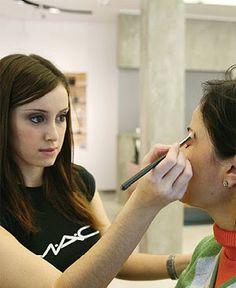 """http://maquillajenocheydia.com/maquillaje-mac/ ☆Maquillaje MAC☆ """"El maquillaje de los maquilladores"""" Si quieres aprender a maquillarte como un auténtico profesional, en maquillajenocheydia.com resolverás todas tus dudas y dispondrás de las mejores imágenes, trucos, consejos y vídeos tutoriales paso a paso para conseguir un make up de prestigio e infalible para cada momento."""