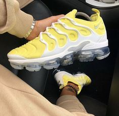 Styles and boulevard footwear apparel, search our variety of fashionable streetwear sneakers and tennis footwear. Cute Sneakers, Shoes Sneakers, Gucci Sneakers, Sneaker Heels, Sneakers Fashion, Fashion Shoes, Nike Fashion, Basket Mode, Nike Air Shoes
