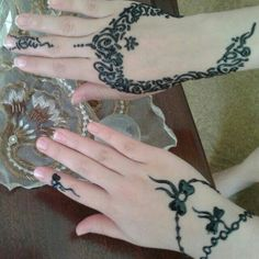 حنا Hand Mehndi, Beautiful Henna Designs, Mehandi Designs, Henna Patterns, Henna Art, Mehendi, Tatoos, Henna Hands, Nail Designs