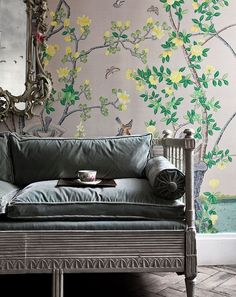 de Gournay's chinoiserie collection features 'Jardinieres Citrus Trees' wallpaper in full custom design colours on custom Mica metallic xuan paper, beautiful when displayed in a drawing room De Gournay Wallpaper, Chinoiserie Wallpaper, Of Wallpaper, Wallpaper Ideas, Amazing Wallpaper, Scenic Wallpaper, Painted Wallpaper, Chinoiserie Chic, Shabby Chic Tapete