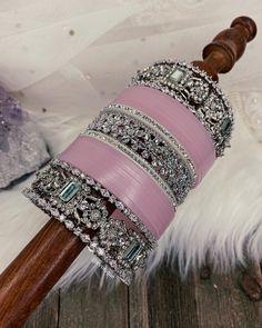 Indian Jewelry Earrings, Indian Jewelry Sets, Indian Wedding Jewelry, Gold Jewelry, Silk Bangles, Bridal Bangles, Bridal Jewelry, Antique Jewellery Designs, Fancy Jewellery