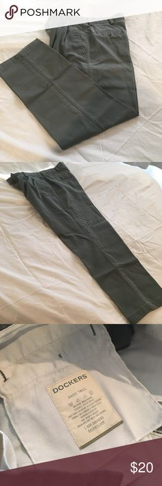 Dockers Basic Twill Men's Pants W34 L32 Worn a few times, great condition!! Basic Twill pants for Men Dockers Pants Chinos & Khakis