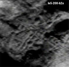 美国网友发现月球人形怪影 揭16大惊悚谜团美网友发现月球上人形怪影上传网络引围观 月球为何如此诡异?月球身上背负着多少谜团?月球究竟还要欺瞒我们到什么时候?难道月球真如很多探秘家所言和外星人脱不了干系?……月球用它难以理解的真相告诉着人类:我的存在并不如你想象的那么简单。。。