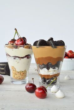 We keep thinking about fresh, easy, fast, cute and original desserts to surprise our guests. That is why we share two very different alternatives of icy cups. Milk Shakes, Dessert Cups, Dessert Table, Milkshake Recipes, Smoothie Recipes, Poster S, Trifle, Sweet Recipes, Food And Drink
