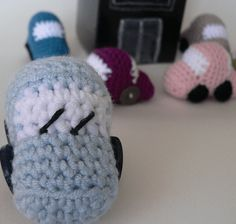 Crochet Toys For Boys These Tiny Crochet Cars work up in a jiffy. They are perfect for stocking-stuffers and take-along toys. And don't for a moment suppose that they are just for boys! I've seen a few girls' faces light up when they see these :) - Crochet Car, Crochet Amigurumi, Crochet For Boys, Crochet Dolls, Free Crochet, Ravelry Crochet, Crocheted Toys, Toys For Boys, Kids Toys