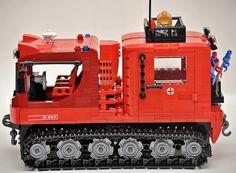 Rescue vehicle Pisten bully.(snowcat) by Gilcélio, via Flickr