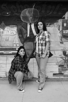 pictures of cholas | Check out these two firme cholas picture . Posted up next to a mural ...