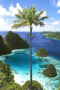 ✯ Wayag Islands, Indonesia http://abnb.me/e/1Bw4yfnlSC