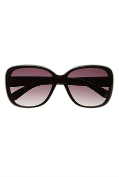 Witchery's Catrina Sunglasses are the perfect finishing touch to an outfit. Perfect shape, ideal frame and great colour! Summer Sunglasses, Cat Eye Sunglasses, Sunglasses Women, Street Style Blog, Oval Frame, Weekend Style, Black Square, High End Fashion, Sunglass Frames