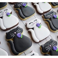 """Hey there pussy cat! Cute cookies from @vjscookies using our chubby cat cutter!! I love their """"simplicity"""" because they look like elegant,…"""